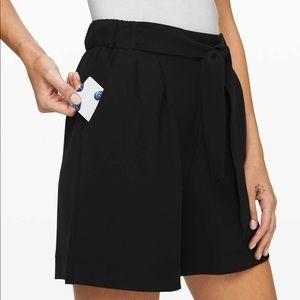 Lululemon Black Noir shorts 5.5 NWT